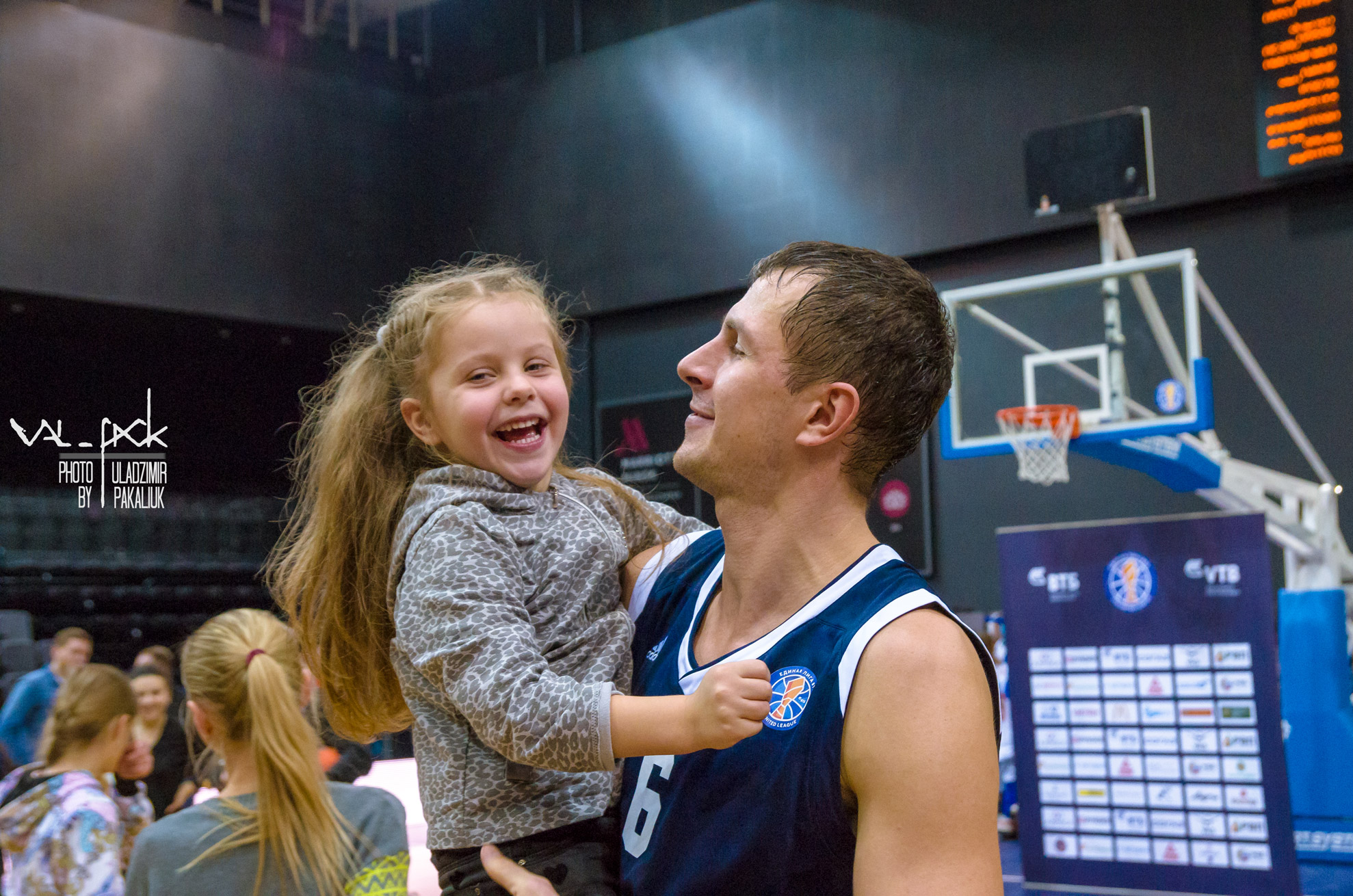 баскетболист и девочка